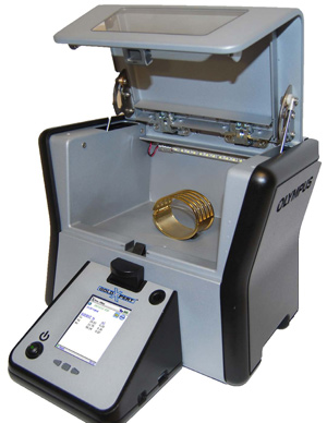 GoldXpert with sample in chamber