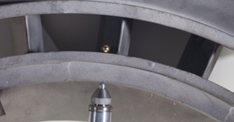 Измерение толщины деталей из литого металла 24,1мм, использующихся в аэрокосмической промышленности