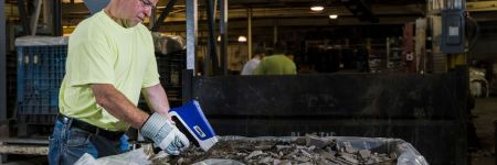 Catalytic converter recycling using a handheld XRF analyzer
